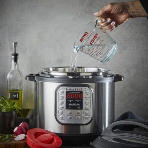 INSTANT POT Duo 7-in-1 Electric Pressure Cooker (6 Litres)